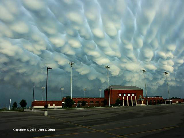 Strange_clouds1